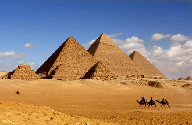 Who built the Giza Pyramids